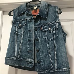 Levi's denim vest - NEVER worn